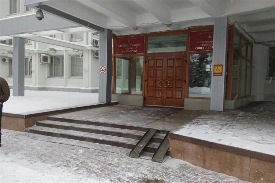 Накрыльце красноярской администрации появился пандус