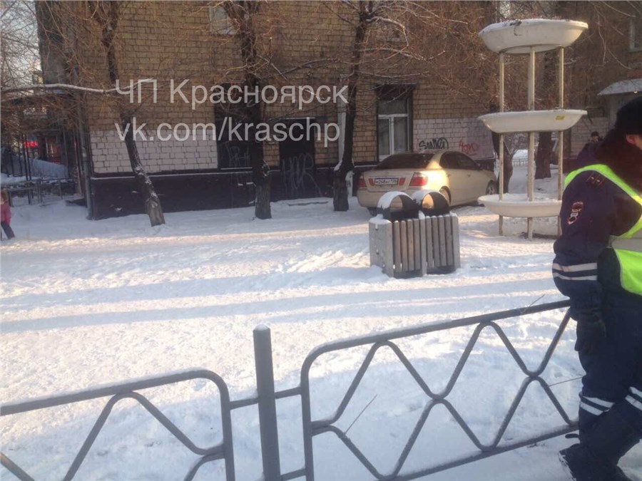 ВКрасноярске иностранная машина после ДТП влетела вгруппу пешеходов