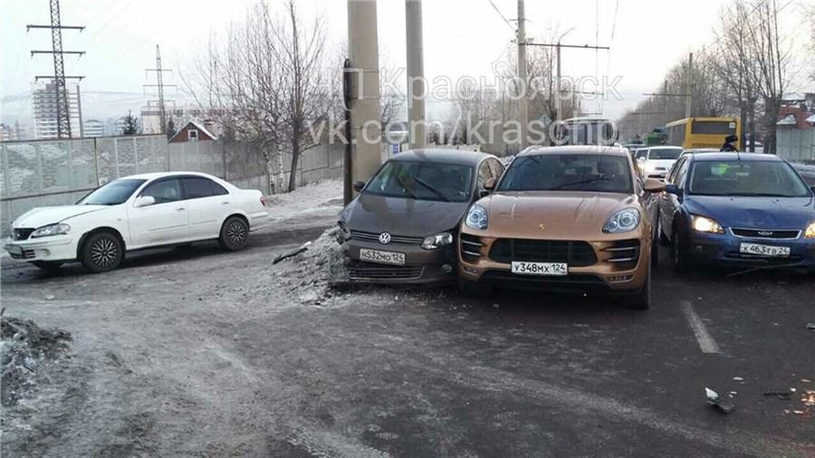ВКрасноярске Порше попал вмассовую трагедию вутренний час пик