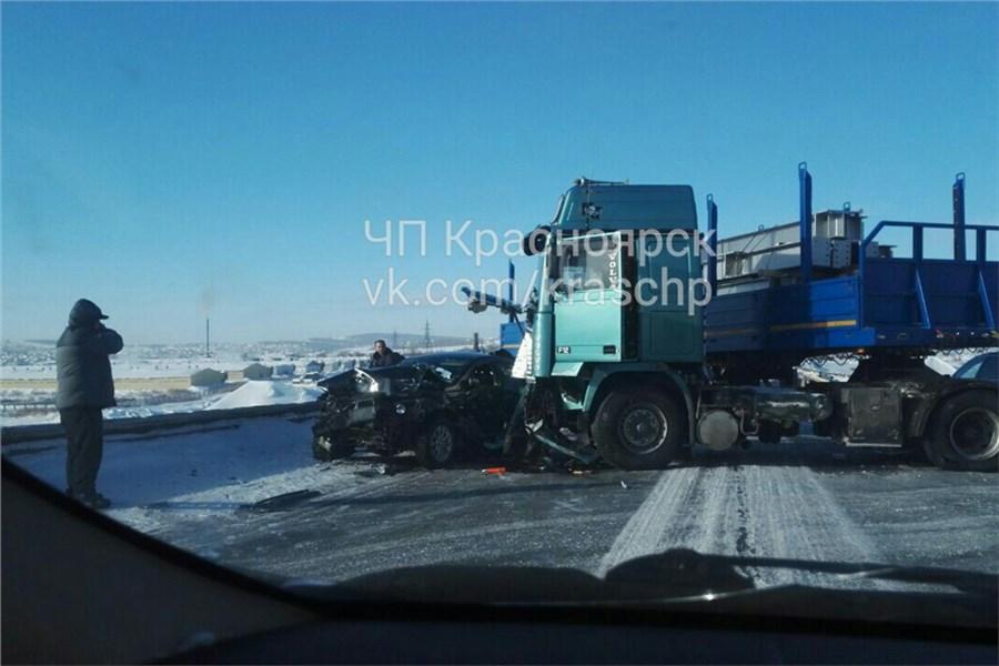 «Водителя зажало»: смертельное ДТП на глубочайшем обходе Красноярска