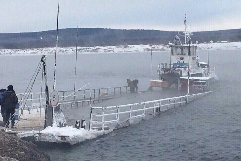 «УАЗик утопили»: паром смашинами получил пробоину ичуть не потонул
