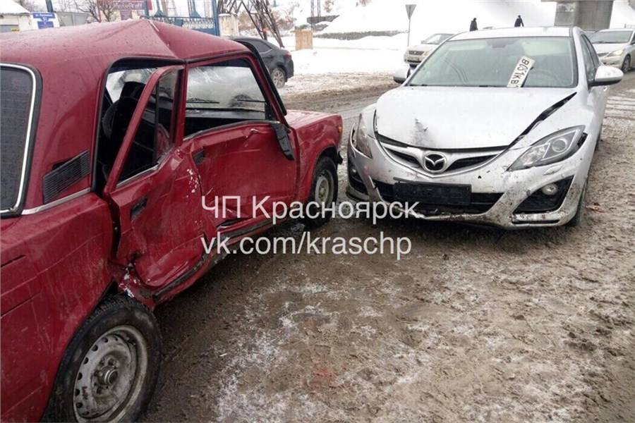«Mazda удар держит!»: наКалинина вДТП пострадали два человека
