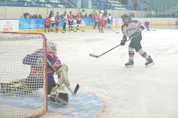 1-ый матч Ночной хоккейной лиги прошел вЗаполярье