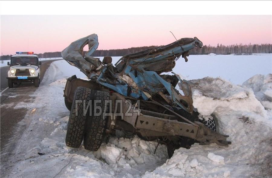 Нетрезвый шофёр разбил КАМАЗ оприпаркованный фургон ипогубил пассажира