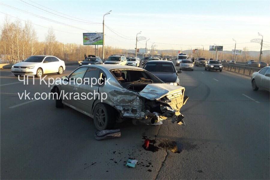 Винтернет попало видео дикой трагедии наОктябрьском мосту вКрасноярске