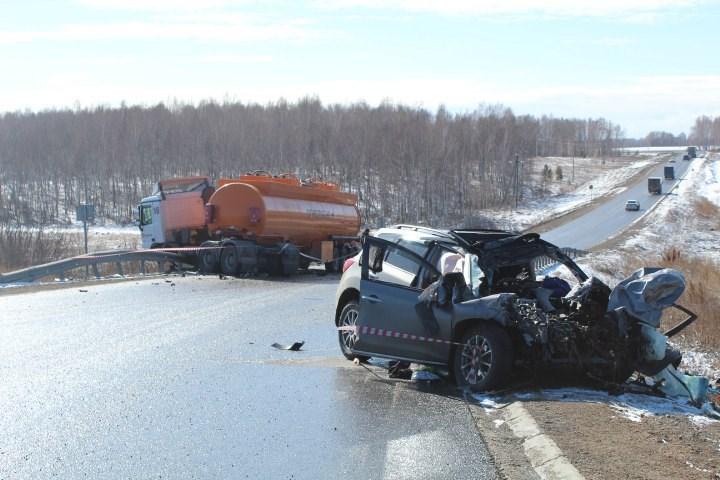 ВРыбинском районе края вДТП погибли шофёр и2-летний ребенок