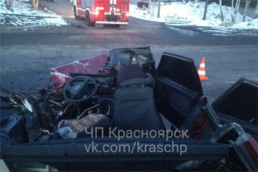 ВЛесосибирске легковой автомобиль въехал впассажирский автобус