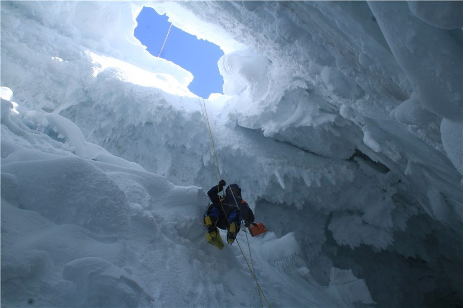 Упавшего врасщелину наАлтае туриста-экстремала собираются искать волонтеры