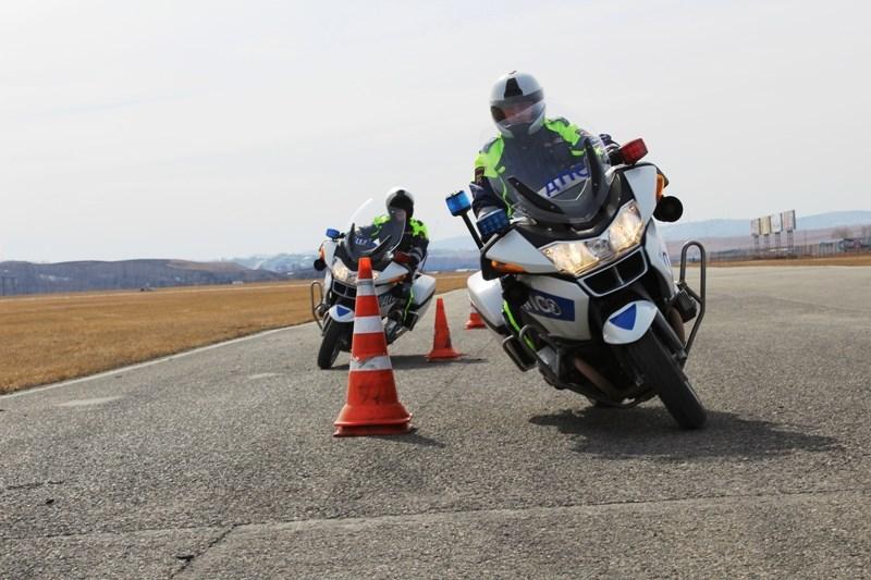 Дорожные полицейские Красноярска пересаживаются намотоциклы