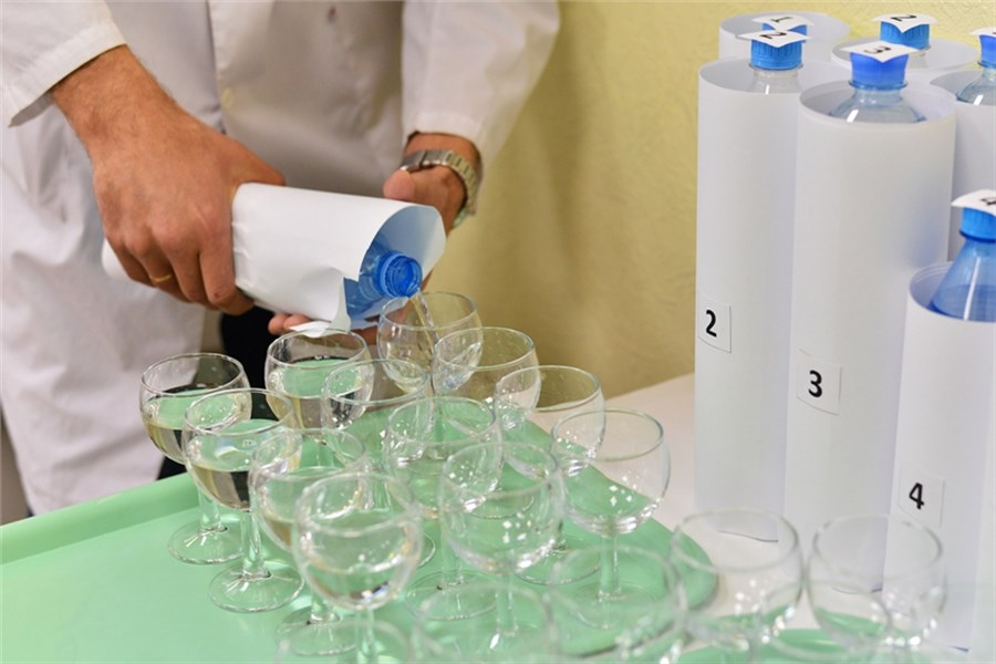 Специалисты сравнили водопроводную ибутилированную воду вКрасноярске