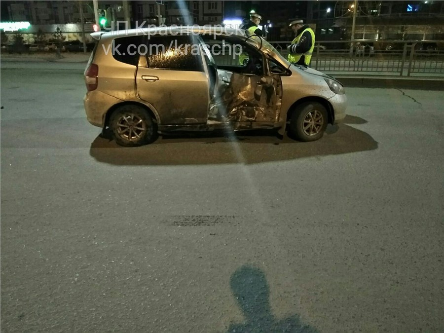 ВКрасноярске молодой байкер врезался виномарку: пострадали два человека