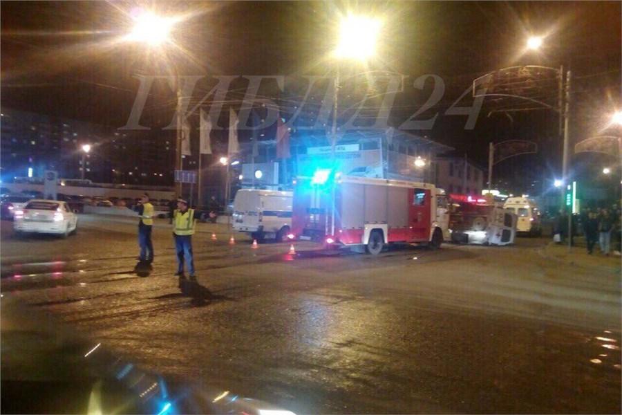 ВКрасноярске машина скорой помощи спациентом опрокинулась после ДТП