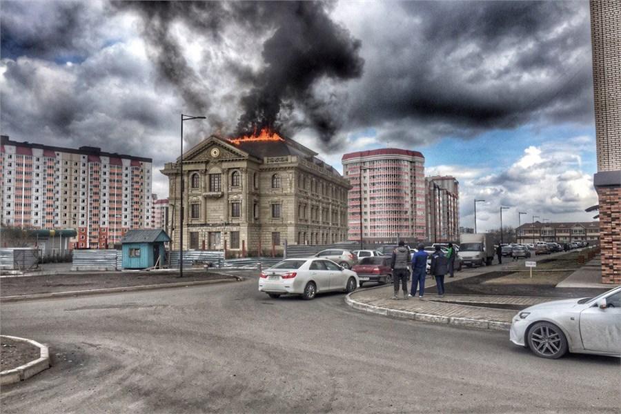 ВКрасноярске вмкрн Покровский загорелось строящееся строение