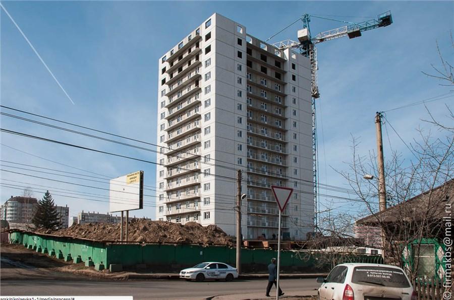 Башенный кран упал на дом вКрасноярске