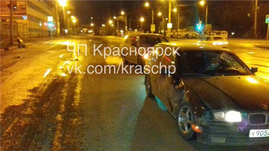 Наперекрестке вКрасноярске автомобиль «БМВ» сбил 17-летнего нетрезвого мотоциклиста