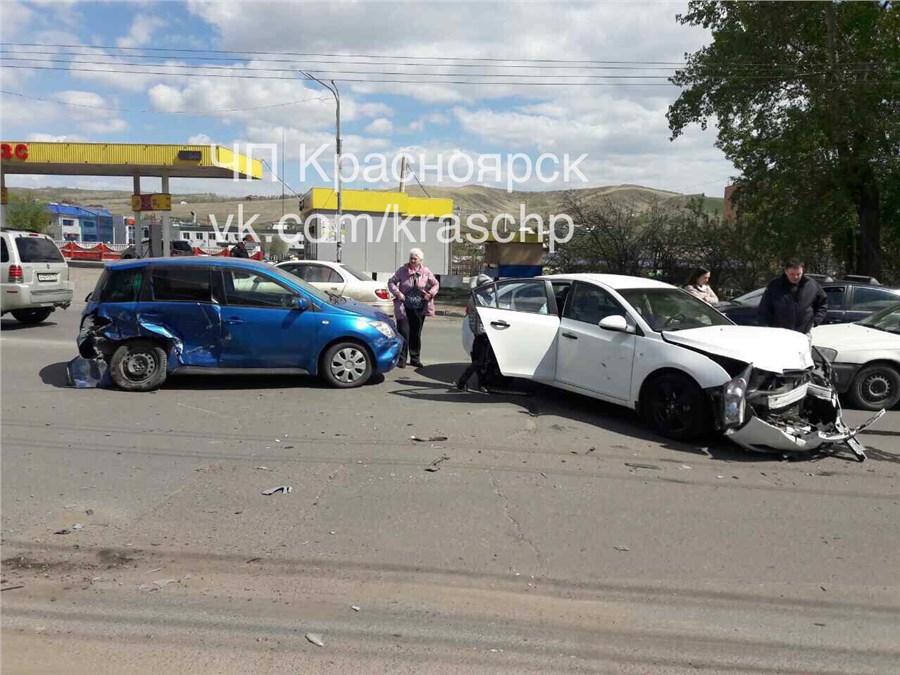 В итоге  ДТП наКалинина вКрасноярске пострадала престарелая  женщина-водитель