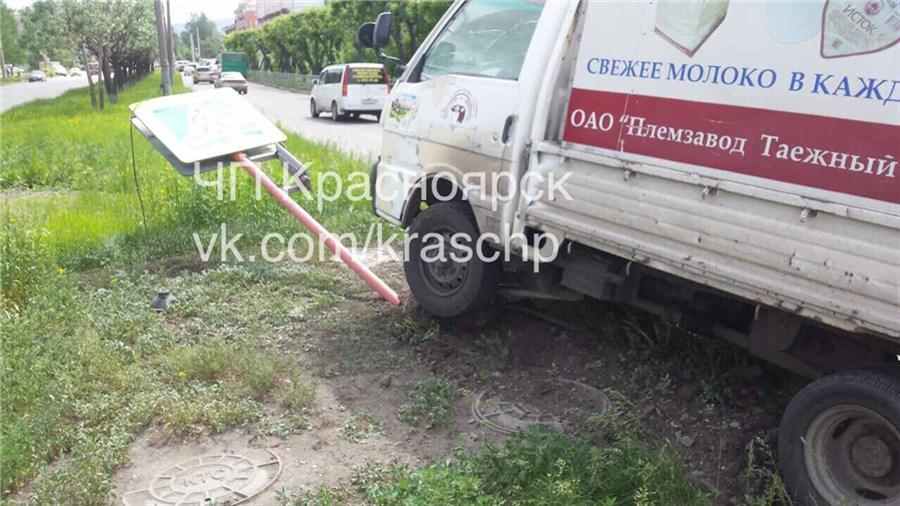 Пешеход ловко увернулся от фургона испровоцировал ДТП