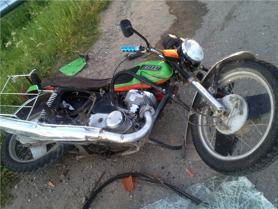 Встолкновении «Нивы» и 2-х  мотоциклов умер  ребенок