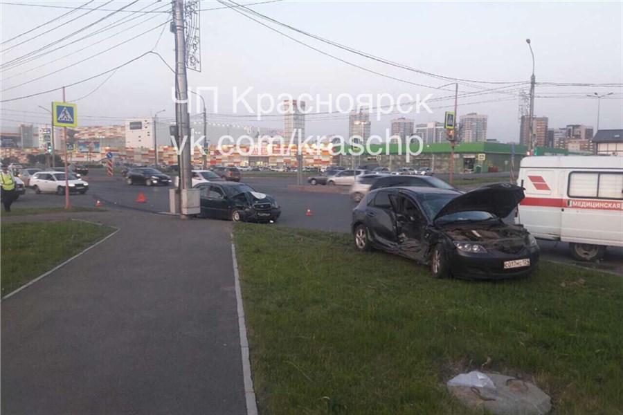 Четверо пострадали вДТП Мазда и Тоёта наперекрестке вКрасноярске
