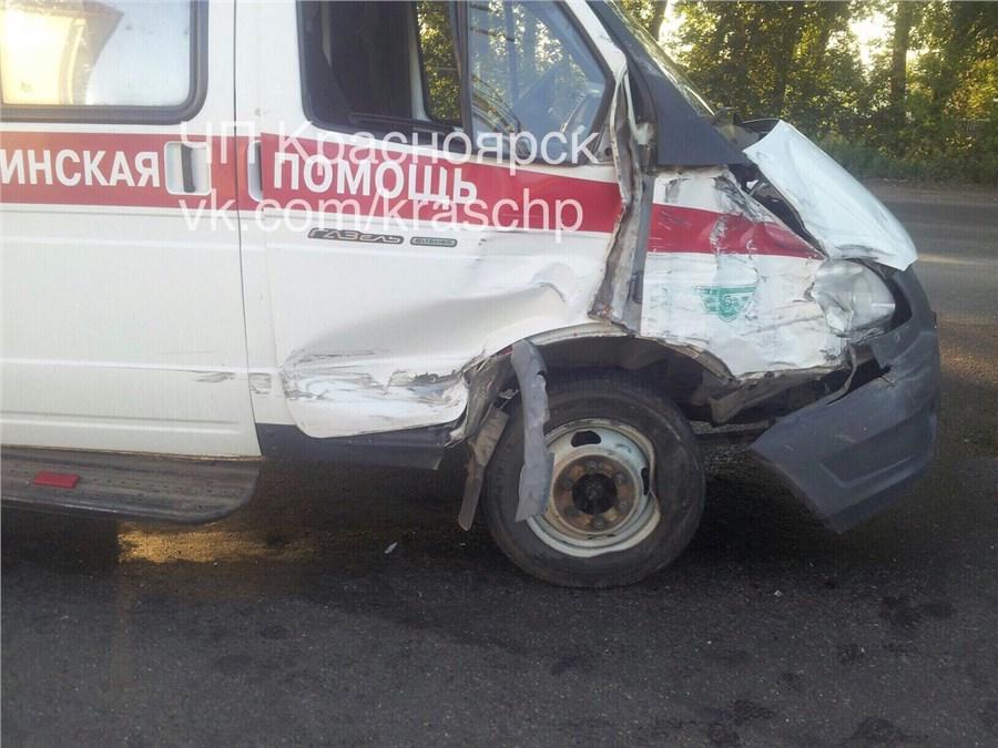 ВКрасноярске нетрезвый шофёр «Скорой помощи» устроил жуткое тройное ДТП