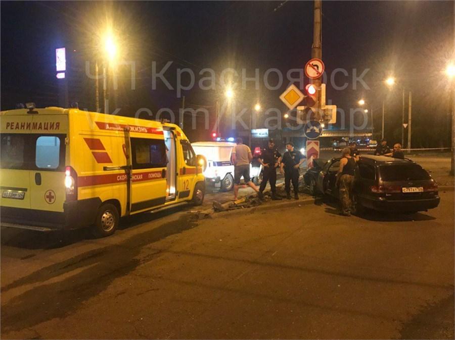 ДТП вКрасноярске: иностранная машина насмерть сбила мужчину наулице Мичурина