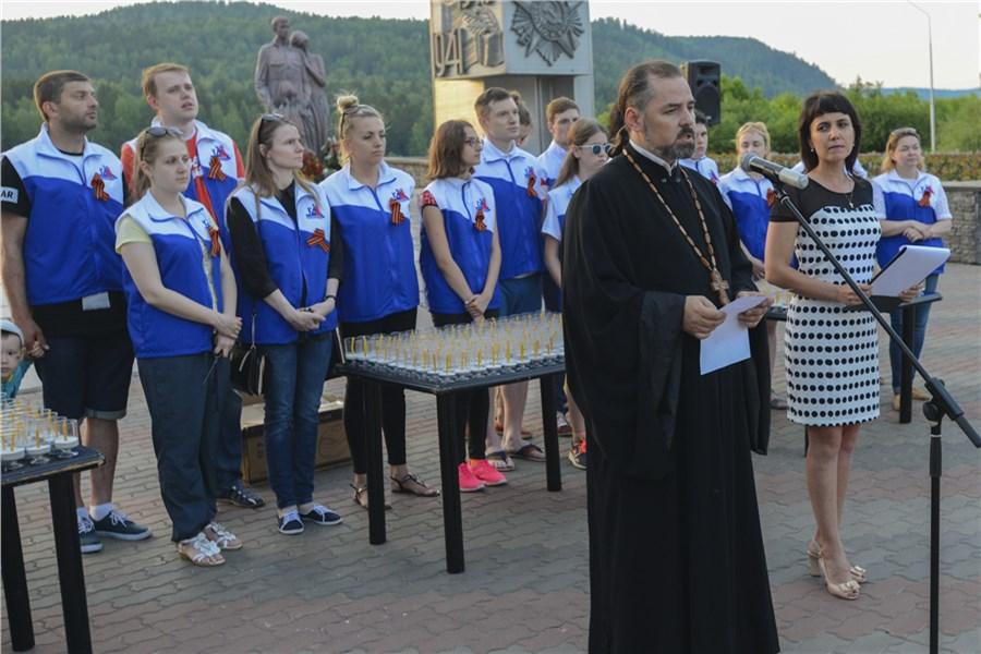 ВКрымске зажглись свечки памяти