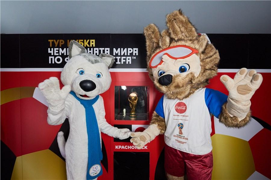 Кубок Чемпионата мира пофутболу начал путешествие постране