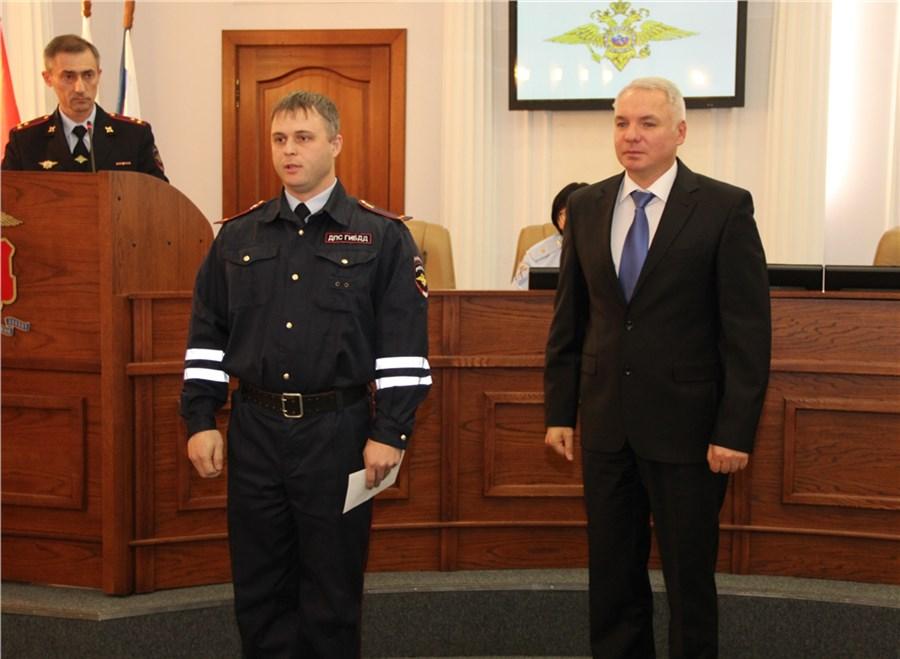 Инспекторов ДПС вКрасноярском крае наградили заотказ отвзятки