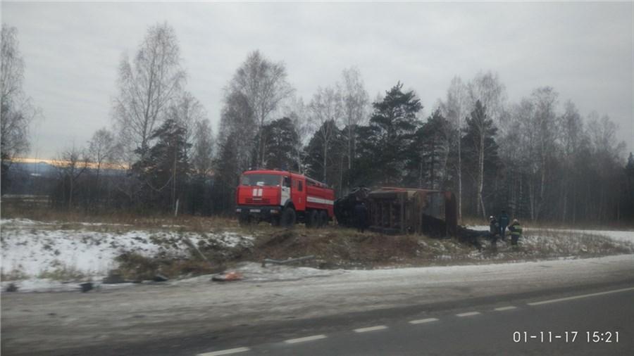 ВКрасноярском крае два фургона вДТП сгорели практически дооснования