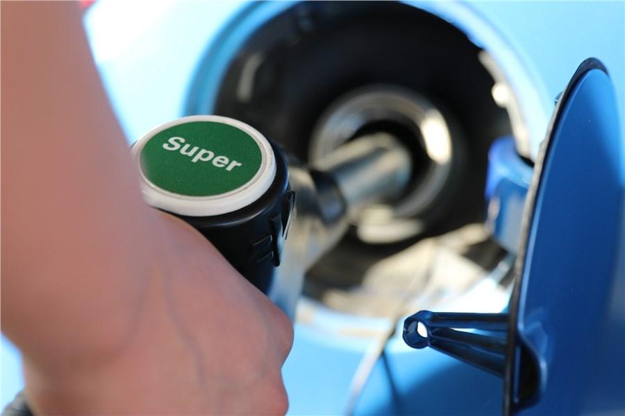 С1января 2018 в РФ возрастут цены набензин
