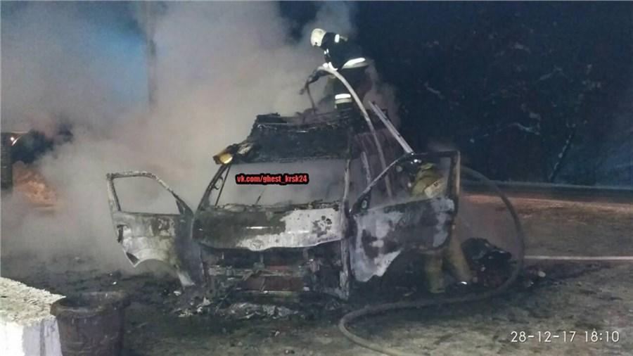 Натрассе под Красноярском сгорел автобус спиротехникой