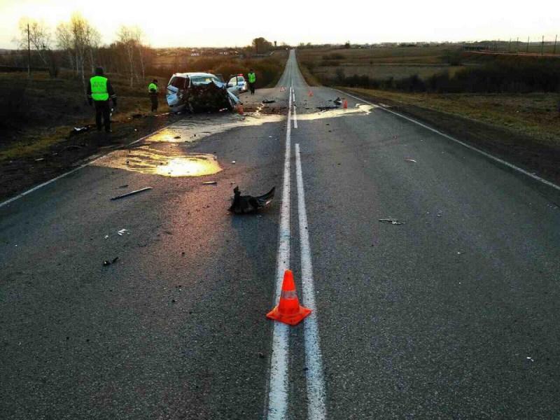 Два человека погибли из-за небезопасного обгона надороге вКрасноярском крае