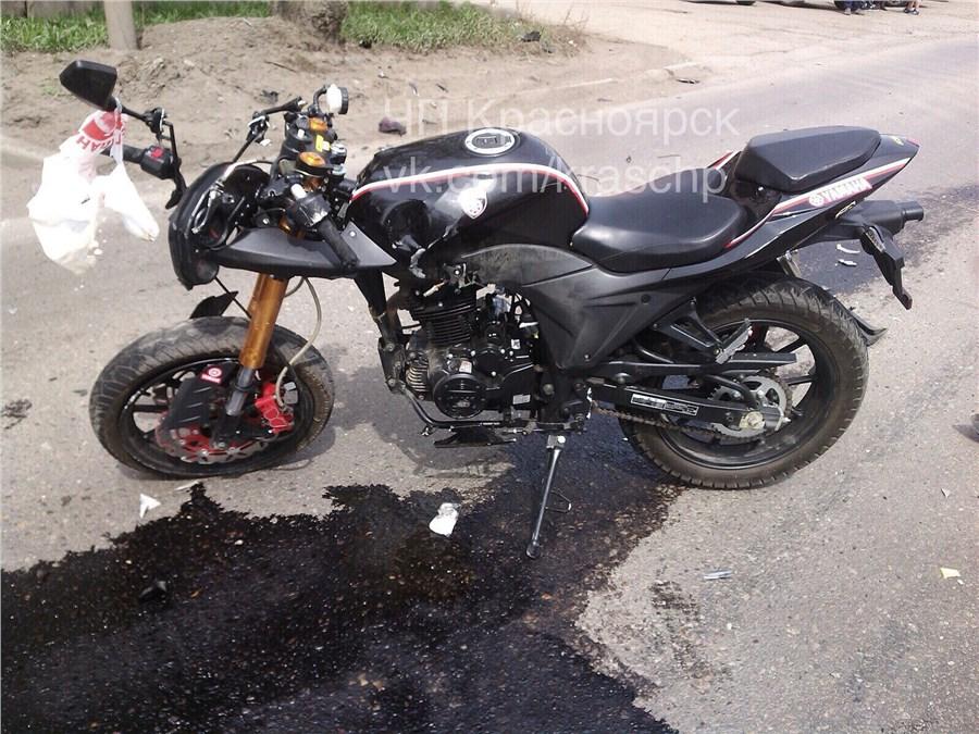 ВКрасноярске умер мотоциклист после столкновения с грузовым автомобилем