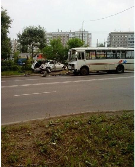 НаСвердловской автобус смял столкнувшуюся сним Тойота