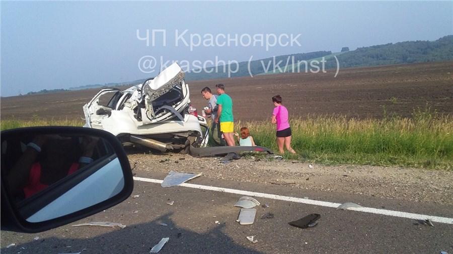 ДТП вКрасноярском крае: натрассе три машины столкнулись сфурой