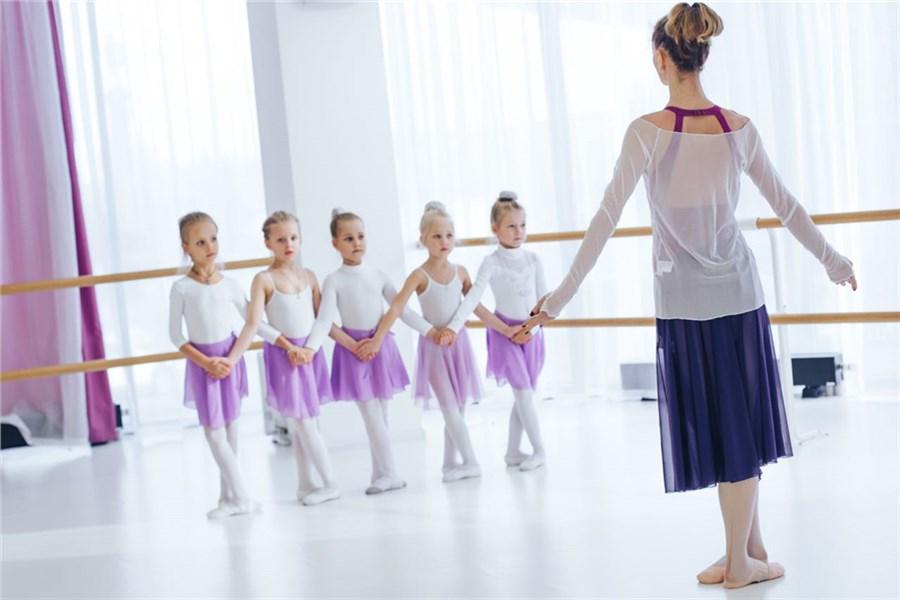 Занятие любовью с балеринами видео, писающие тети на природе фото