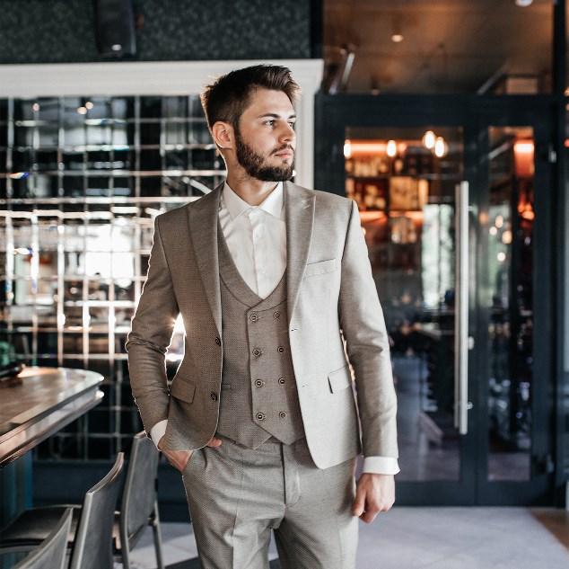 f9f00f8bd85f4 Чтобы сидел как влитой»: выбираем современный мужской костюм в ...