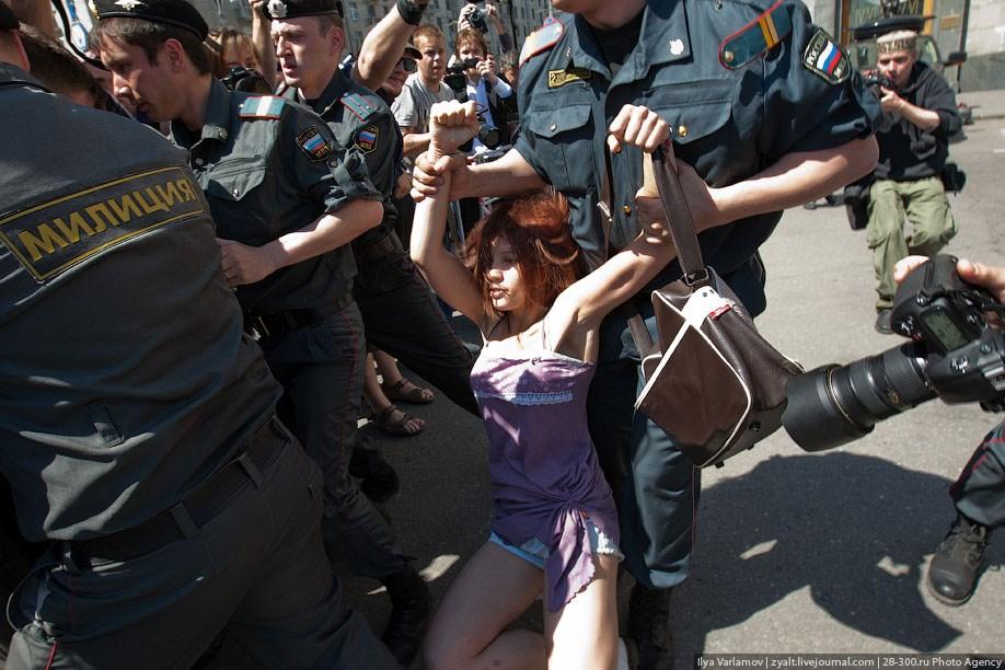 Смотреть фото Гей парад 28 мая в Москве (73 фото) + видео.