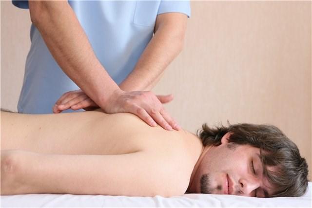 фото медсестра делает массаж