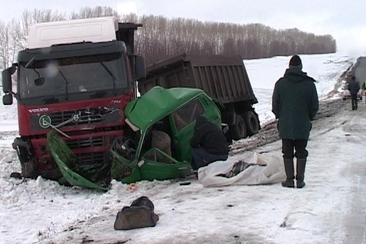 В результате аварии на трассе ачинск-назарово погибло два человека