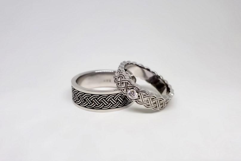 Обручальные кольца, созданные ювелирами студии «Драгоценные мечты». Красное  золото, вес пары 10 грамм, стоимость пары 36 000 рублей a8d3366ee70