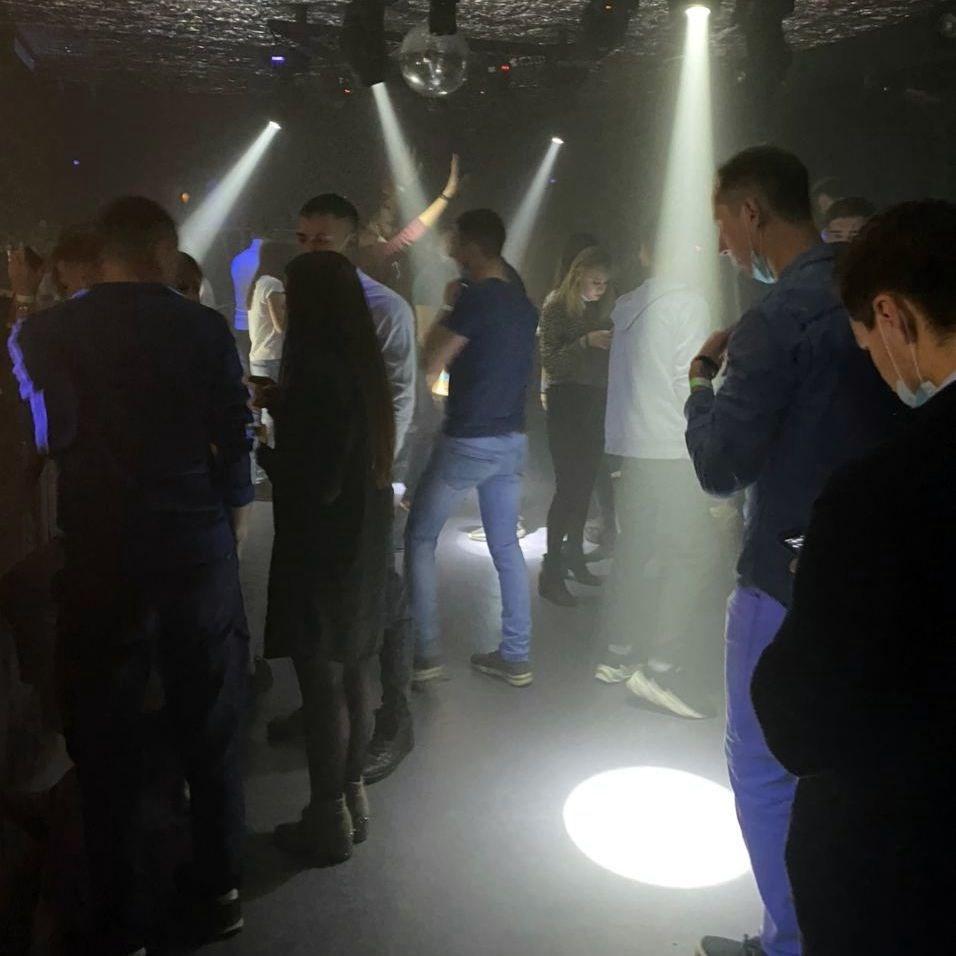 Видео из ночного клуба красноярск стрип клуб бармен